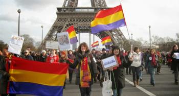 Nuestra avenida en París, la bandera tricolor