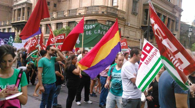 """Miles de personas protestan contra los """"recortes"""" en educación en Andalucía"""