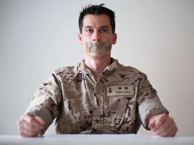 Coslada: Acto sobre la corrupción en el ejército con el ex-teniente Luis Gonzalo* [vídeo]