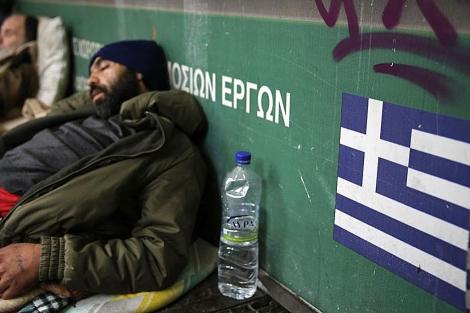 Tras siete años de rescate, los griegos se hunden aún más en la pobreza