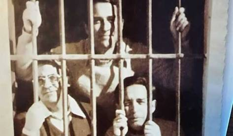 Comandante Otero y capitanes Fortes e Ibarra en el penal de Ceuta, 1975 | Archivo de Xabier Fortes