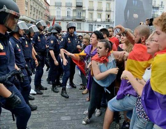 Represión policial contra manifestantes republicanos. Detenciones ...